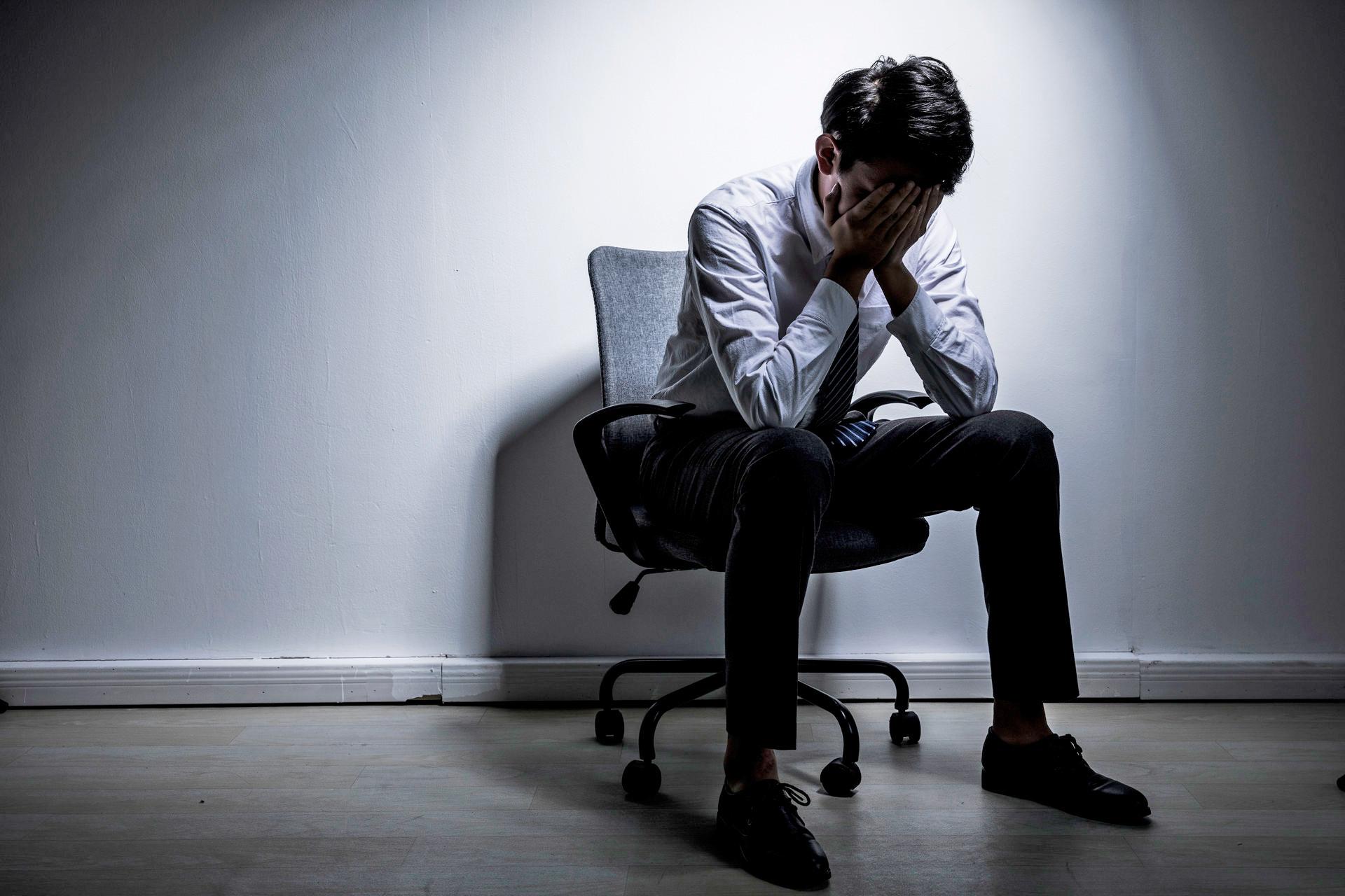 天游平台注册地址关注!全球约2.8亿人患抑郁症,我国青少年抑郁检出率为24.6%,抑郁症早期四大征兆...