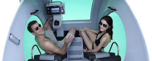 EGO半潜式潜艇由两个漂浮在水面上的浮舱和一个水下的双人驾驶室共同组成