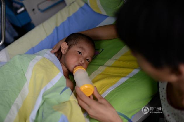 孙俪 遇车祸/6月27日,重庆秀山年仅2岁的小姑娘杨馨雨在一场车祸中身受重伤...