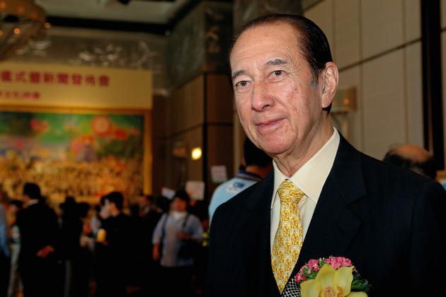 96岁澳门赌王何鸿�鼋�于今年6月退休 何超凤接任