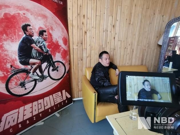 宁浩接受《每日经济新闻》记者采访(图片来源:每日经济新闻记者 岳琦 摄 资料图)