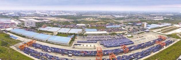 """成都青白江的""""速度与激情"""":一座铁路港激活一座城""""港城""""联动发展升级"""