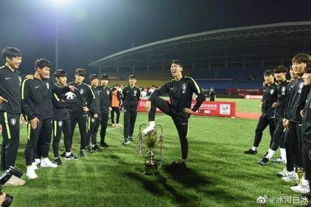 韩国球员脚踩熊猫杯庆祝,韩主帅道歉:我们伤害了中国人的感情   _中欧新闻_欧洲中文网
