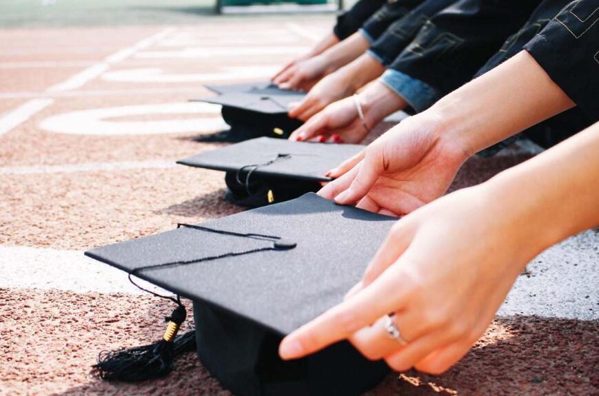 你读大学,李嘉诚买单?汕头大学未来四年本科生免学费了,每年一亿预算!