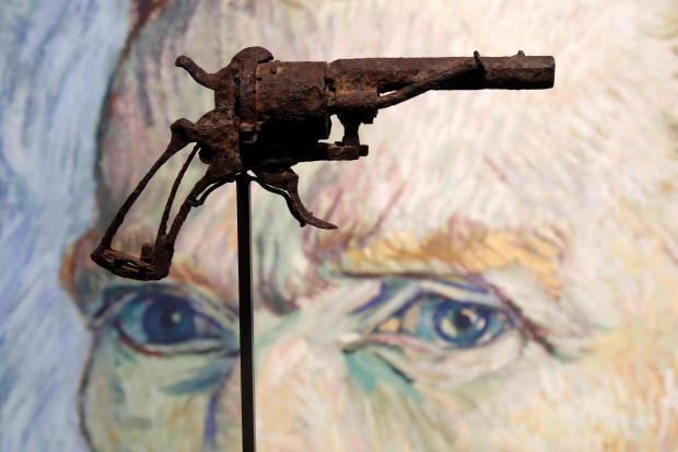 疑似梵高自杀所用手枪被拍卖 一个农民在田地里发现!