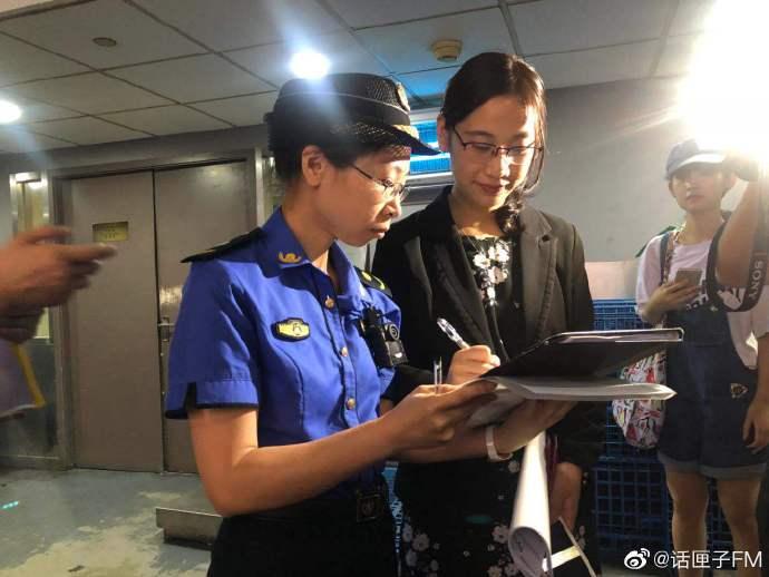 《上海生活垃圾分类管理条例》实施 城管开出第一张责令整改通知书