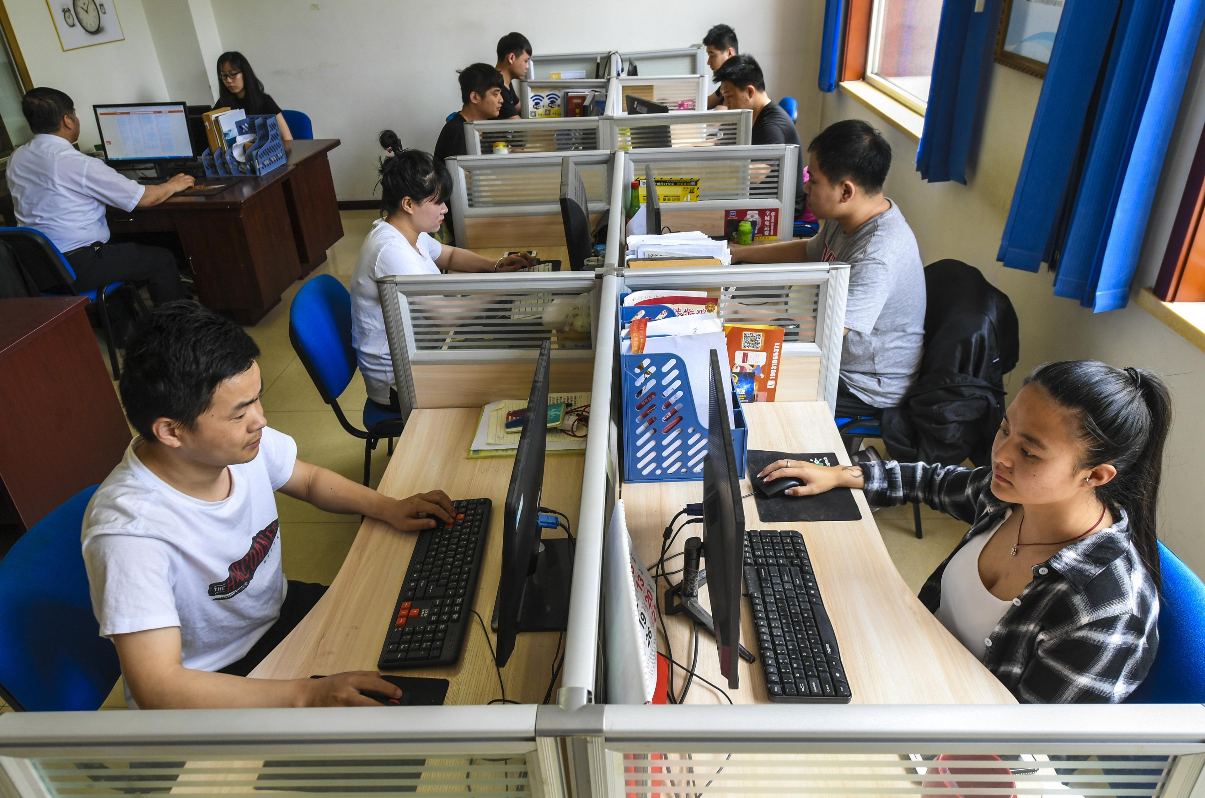 """国务院为平台经济""""破壁"""":今年建成电子证照共享系统和电子发票公共服务平台"""