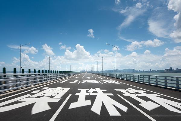 一座桥边一块地,为何价值50亿?