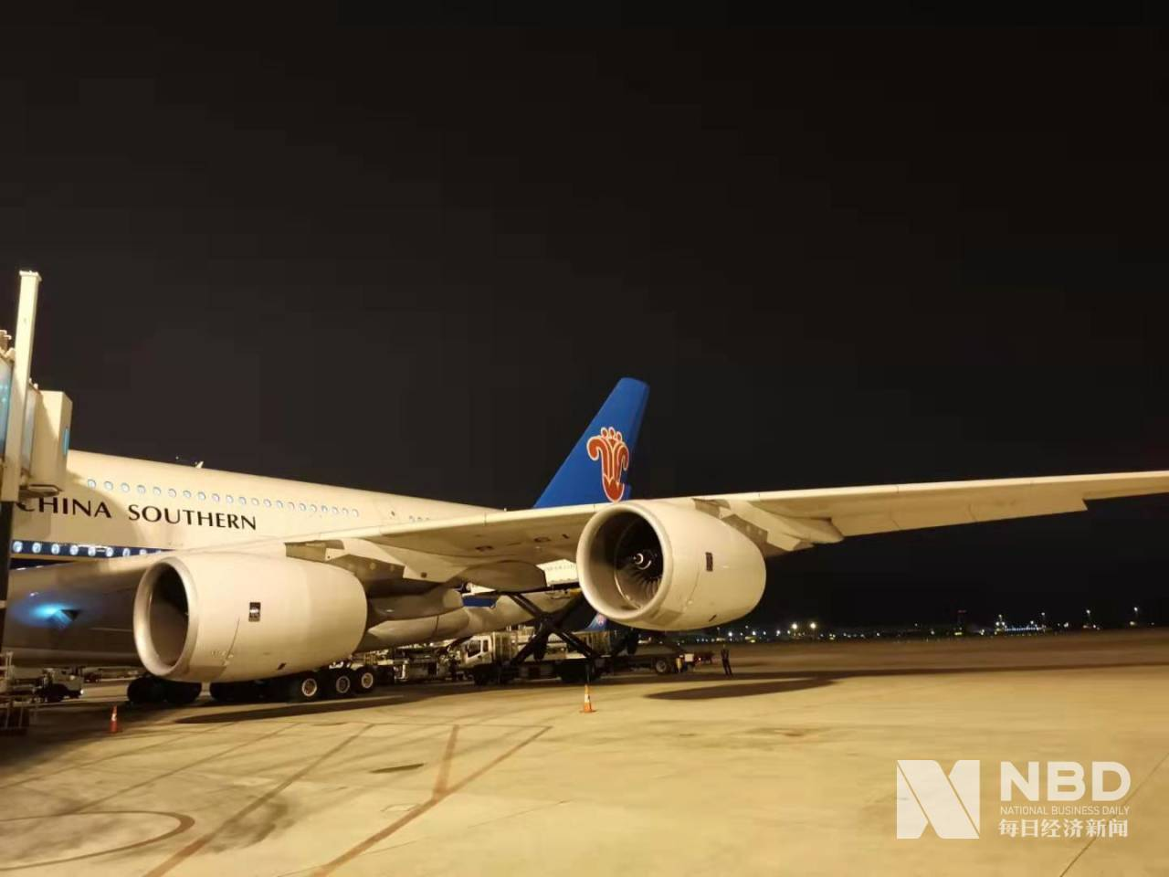 北京大兴国际机场首飞航班平稳运行 323名乘客已抵达广州