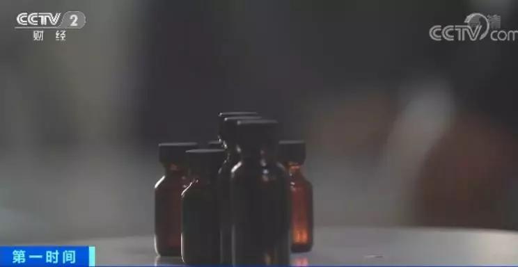 受害人陈先生:当时出现过敏的时候,跟这个张大夫要药品的相关手续,他提供不出来,后来我们觉得这个药水有问题。
