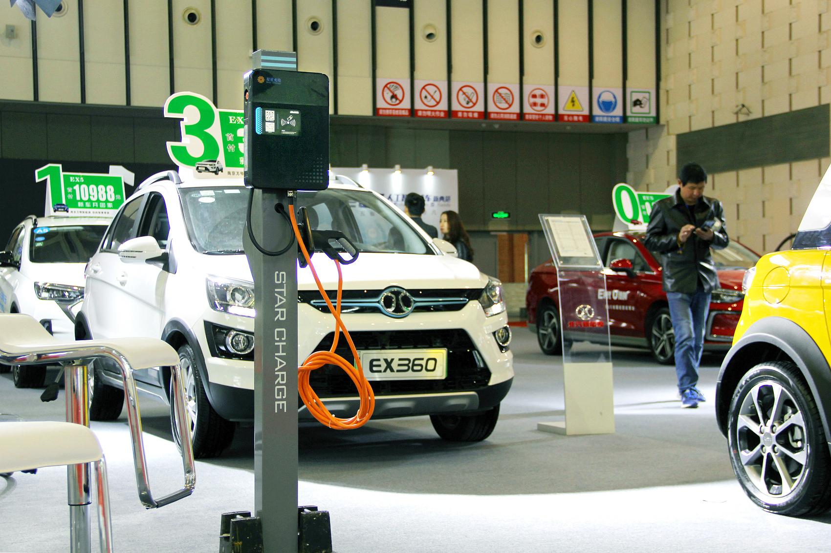 首批新能源车电池迎报废潮 换电池还是低价卖?