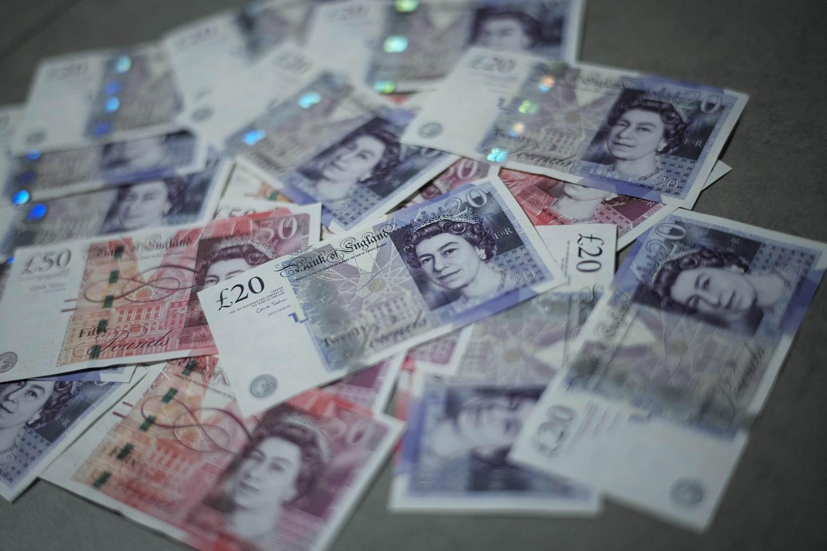 """股价两年半内下跌超八成,本国护照业务输给外国对手……全球最大""""商业印钞机""""恐停转,英镑现钞未来怎么办?"""