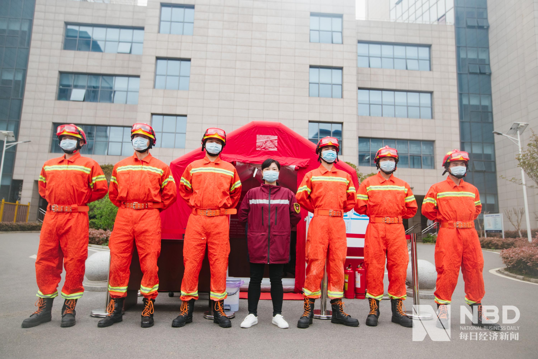 图集丨李兰娟院士领衔21支援汉医疗队共栽感恩林