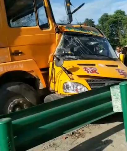 <b>一货车与幼儿园校车相撞致1名儿童死亡,陕西省安委会对事故查处挂牌督办</b>