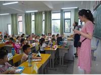 如何激发中小学办学活力?两地教育局长答每经问:关键要解决精准赋权和有效用权问题
