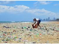 """微塑料成""""海中PM2.5"""",可能随食物链传递危害人体,生态环境部:塑料垃圾已占到海洋垃圾八成"""