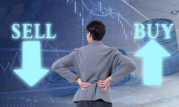 "<b>是卖在高点吗?资金炒新股一天暴涨212%,散户趁机""跑路""落袋为安</b>"