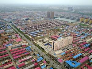 2017年4月1日 ,中共中央、国务院决定再此设立的国家级新区。这是以习近平同志为核心的党中央作出的一项重大的历史性战略选择,是继深圳经济特区和上海浦东新区之后又一具有全国意义的新区,是千年大计、国家大事。河北雄安新区位于京津冀地区核心腹地,由河北省保定市所辖雄县、容城、安新3县组成。