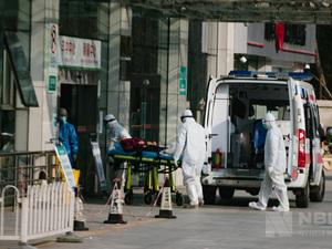 武汉大学中南医院的日常,早春暖阳下,各自奔忙的他们。